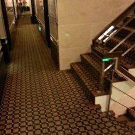 Kao Yuan Hotel (Zhungshan Road): corridor