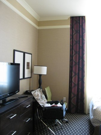 Embassy Suites by Hilton St. Louis - Downtown: Hotel room