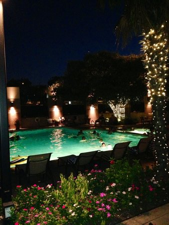 Omni San Antonio Hotel: Pool at night