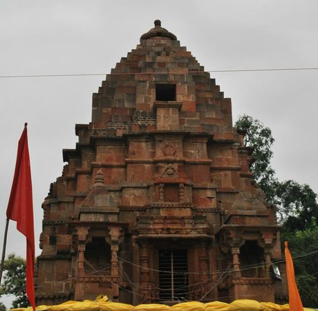 Omkareshwar, Indien: ancient vishnu temple inside maleshwar temple complex