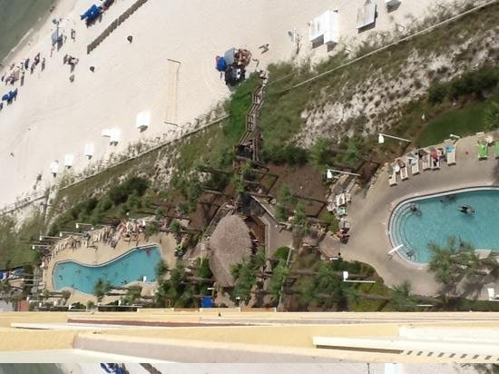 Calypso Resort & Towers: A pool at each tower with bar in middle.
