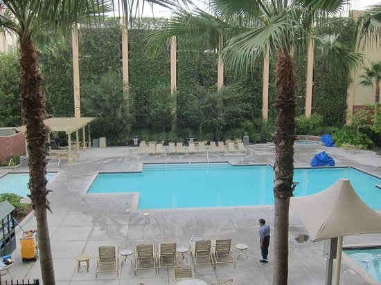 WorldMark Anaheim : Nice pool - closes too early of course
