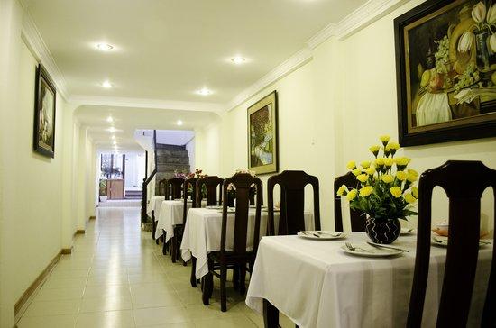 Blue Moon Hotel: Restaurant