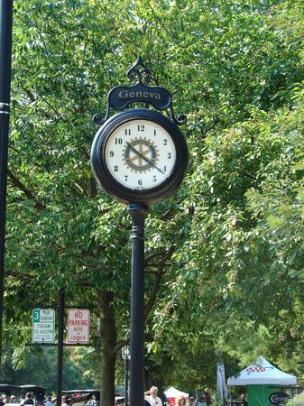 Downtown Geneva Historic Shopping District: The historic clock.
