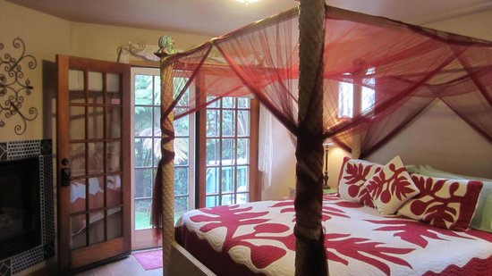 Bamboo Orchid Cottage Bed & Breakfast: Royal Orchid Room