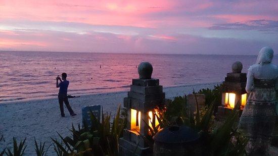 โรงแรมพาร์ครอยัลปีนัง: ビーチの夕日