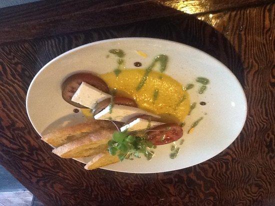 La Gueule de Bois : Tomates ancestrales, feta et gaspacho aux poivrons jaunes