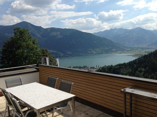 Der Sonnberg: Terrace lake view