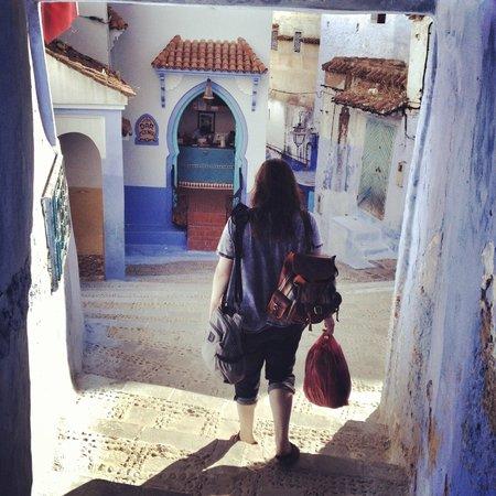 Hotel Dar Mounir : Walking to Dar Mounir (pictured in the background)