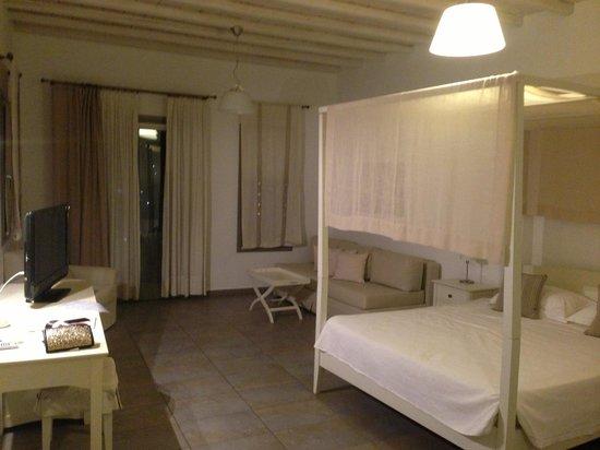 Deliades Hotel: the hotel room