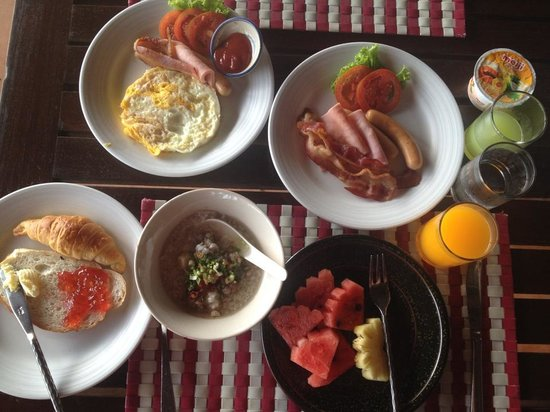 Samed Club: Breakfast buffé.