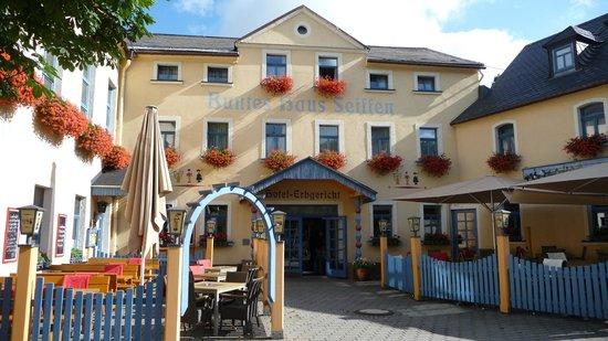 Hotel Erbgericht Buntes Haus: Außenansicht Hotel