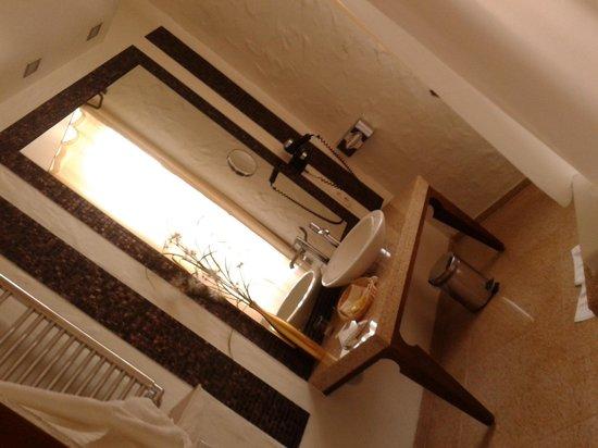 Savoy Boutique Hotel: ванная комната в номере отеля