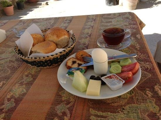 Dream Cave Hotel: breakfast on the terrace