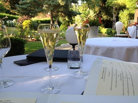 le jardin-terrasse - Photo de Auberge à la Bonne Idée, Saint ...