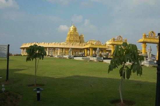 Sripuram Golden Temple: Sri Lakshmi Narayani Temple Vellore