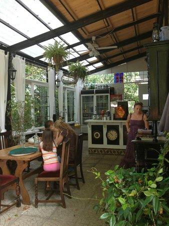 The Lost Unicorn Restaurant: interno bar 2