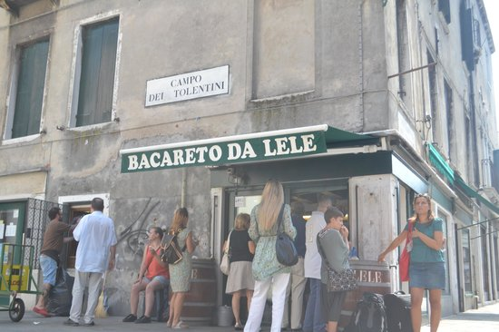 Hotel Al Sole: This little local is just round the corner from Al Sole (on the way the p.Roma) its a must for a