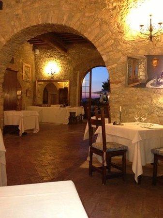 La Cantina de Poggiaccio: sala interna con tramonto