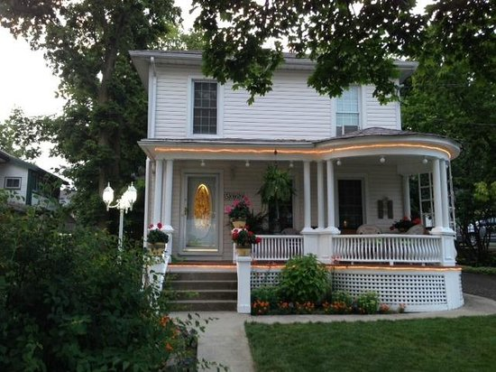 Accommodations Niagara Bed and Breakfast: Beautiful house