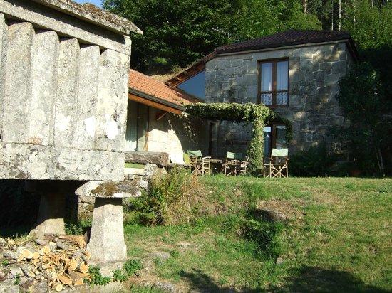 Casa Rural Vilalen: Vista desde el jardín