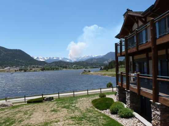 The Estes Park Resort : General view hotel and lake