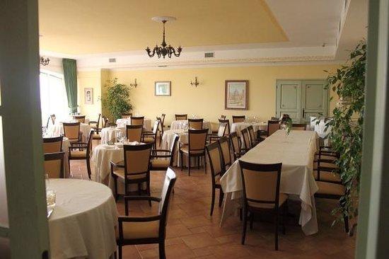 Villa di Carlo Spa&Resort: la sala ristorante
