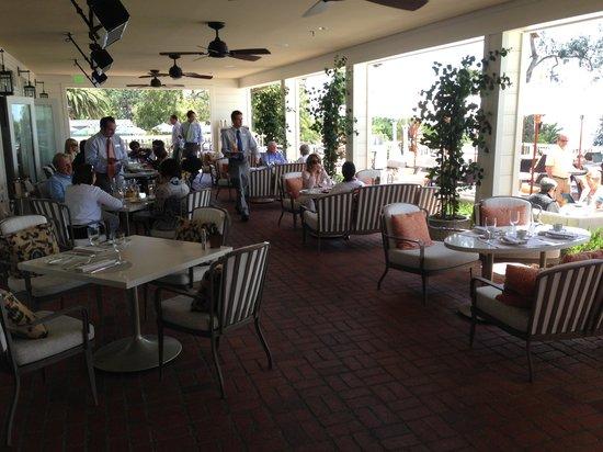 Belmond El Encanto : Dining on the wide verandah - El Encanto
