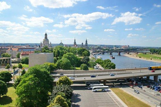 Am Terrassenufer Hotel: Vista sulla città dall'ultimo piano