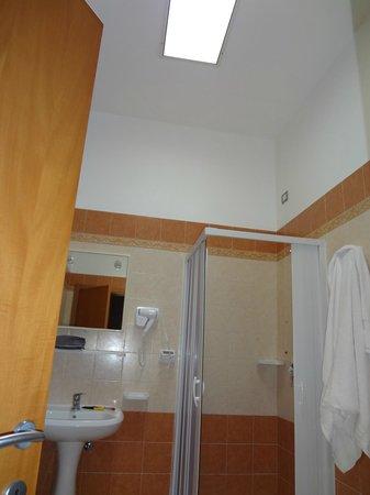 Torre del Cardo: il bagno funzionale con apertura sul soffitto