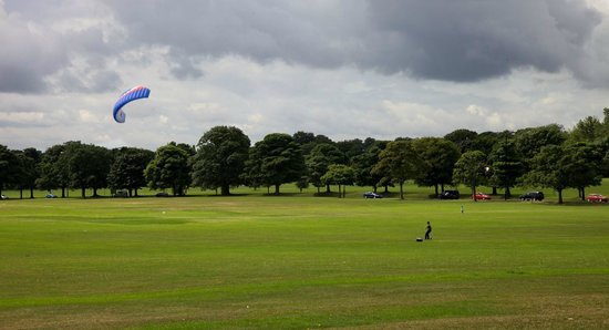 Roundhay Park: Wind fun
