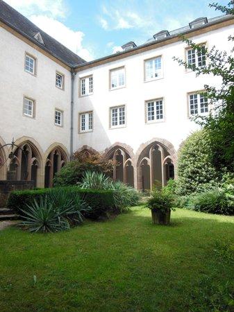 Trinitarian Church : cloister