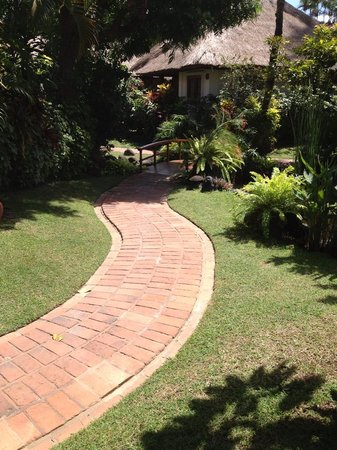 Poppies Bali: pathway to our cottage
