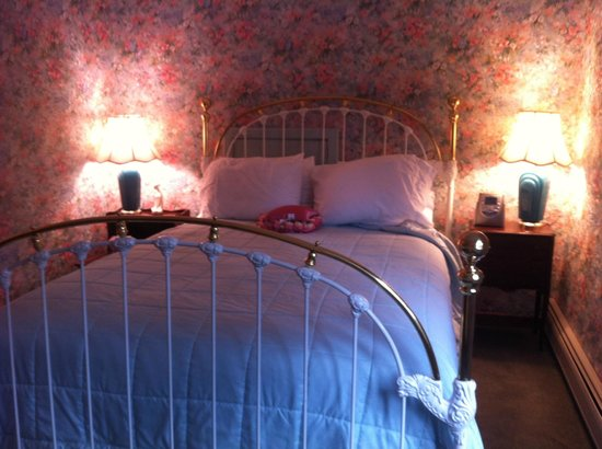 Romantic RiverSong Bed and Breakfast Inn: Shooting Star Bed