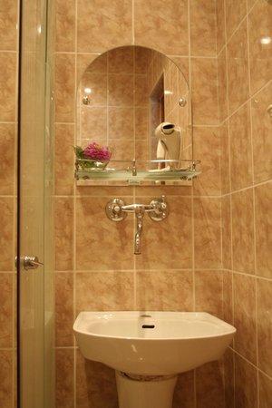 Tura Hotel: Ванная комната