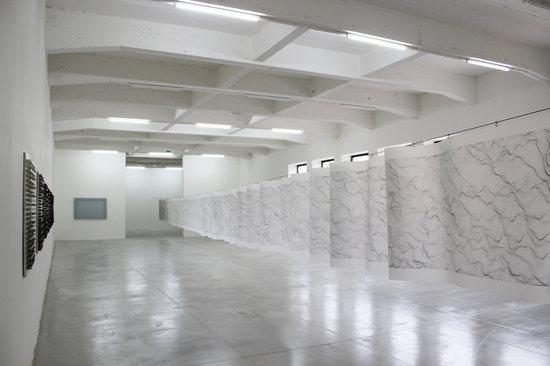 Le Consortium: Vue de l'exposition de Dadamaino au Consortium