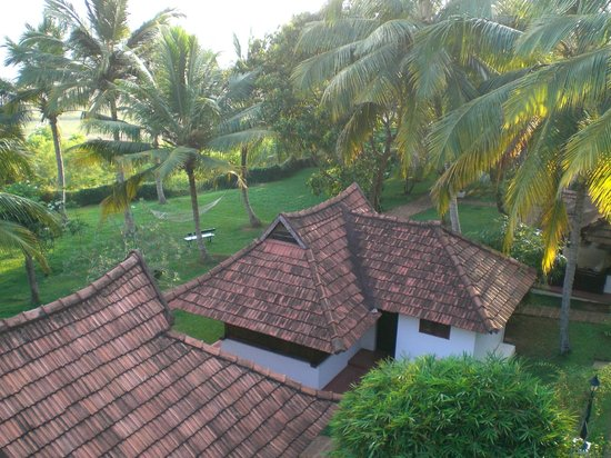 The Travancore Heritage Beach Resort: I bungalows e il giardino