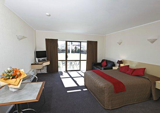 Equestrian Lodge Motel: Studio living