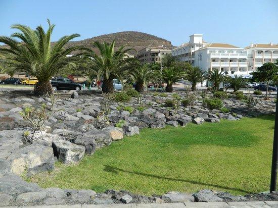 Compostela Beach Golf Club: Виден отель и сквер рядом с ним