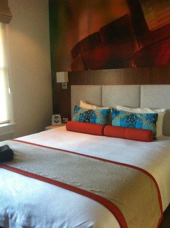 Hotel Indigo Santa Barbara: bed is so big as the room