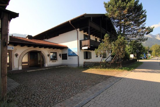 Ferienpark Alpina: Main entrance with reception and  second building for accommodation