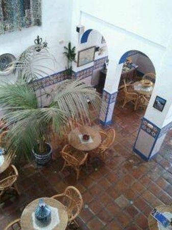 Hostal San Juan: Patio interior inferior donde se desayuna, típico andaluz, precioso