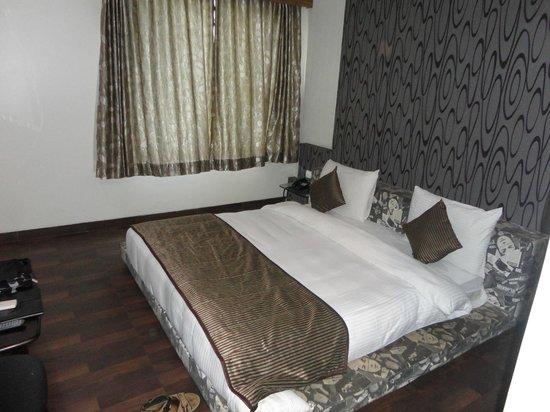 Hotel Sai Miracle: Room