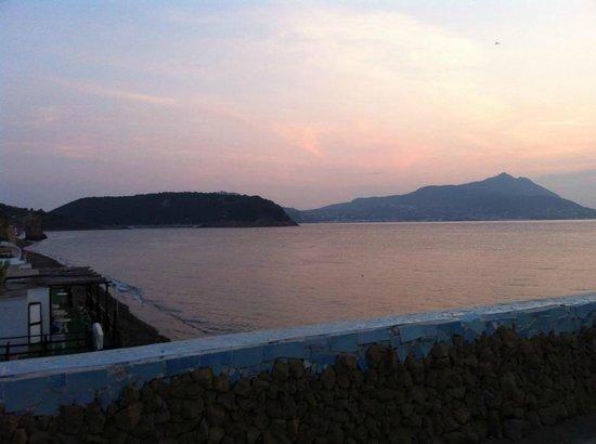 Azzurromare Residence: tramonto dal terrazzo in camera