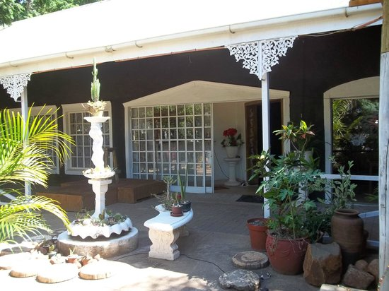 Carpe Diem Restaurant: Entrance to indoor dining area