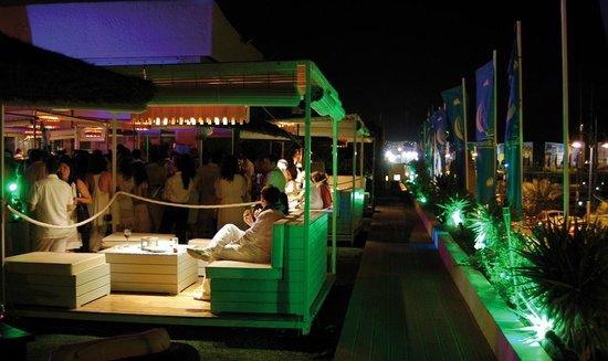 Hotel Puerto Sherry: la terraza de noche