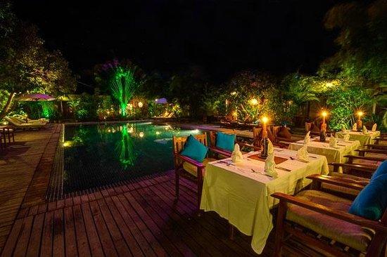 Phka Villa: Pool site Restaurant