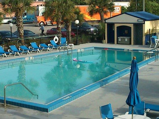 Days Inn Orlando Airport Florida Mall: Pool