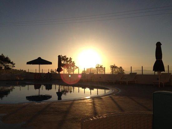 Maria's Place: Sonnenuntergang am Pool