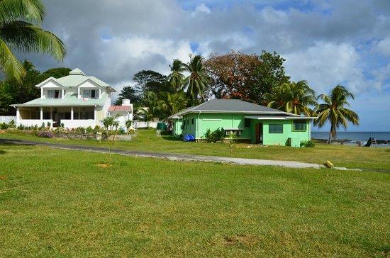Beach Cottages: vue du white et green cottages